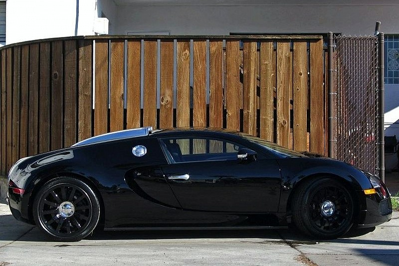 jet black bugatti veyron for sale on ebay wcf news. Black Bedroom Furniture Sets. Home Design Ideas