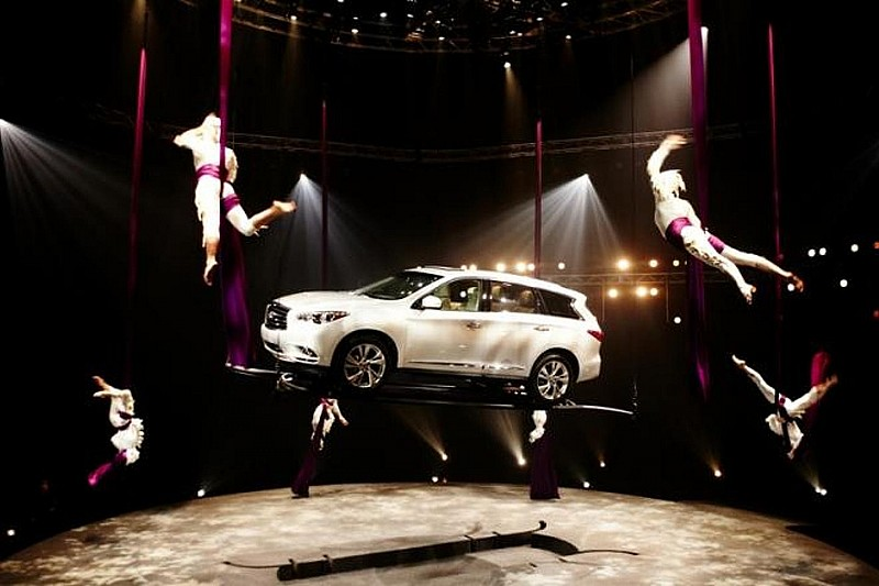 Infiniti JX in Cirque du Soleil performance [video]